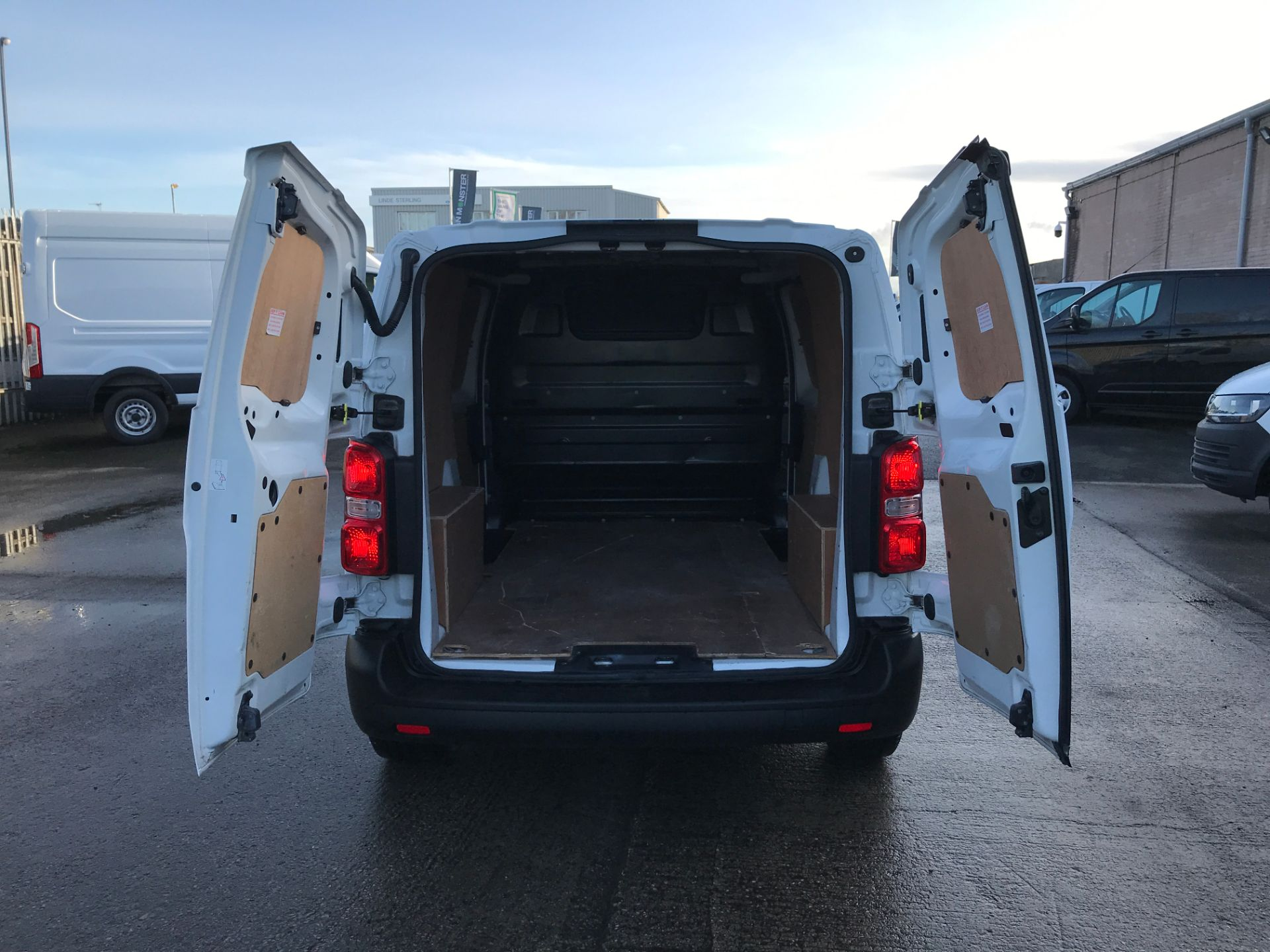 2017 Peugeot Expert 1000 1.6HDI BLUE S 95PS EURO 6 (NX17XHZ) Image 16