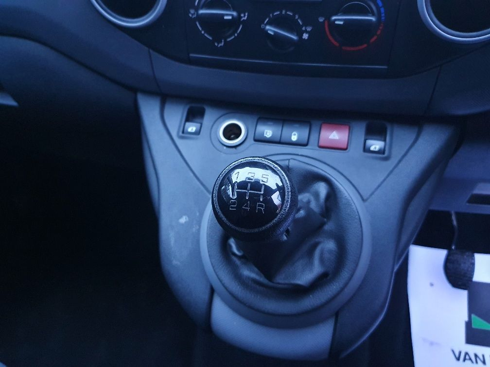 2017 Peugeot Partner 850 1.6 Bluehdi 100 Professional Van [Non Ss] (NX17YUS) Image 7