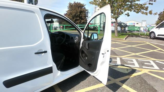 2017 Peugeot Partner 715 S 1.6 Bluehdi 100 Crew Van (NX17YVF) Image 16
