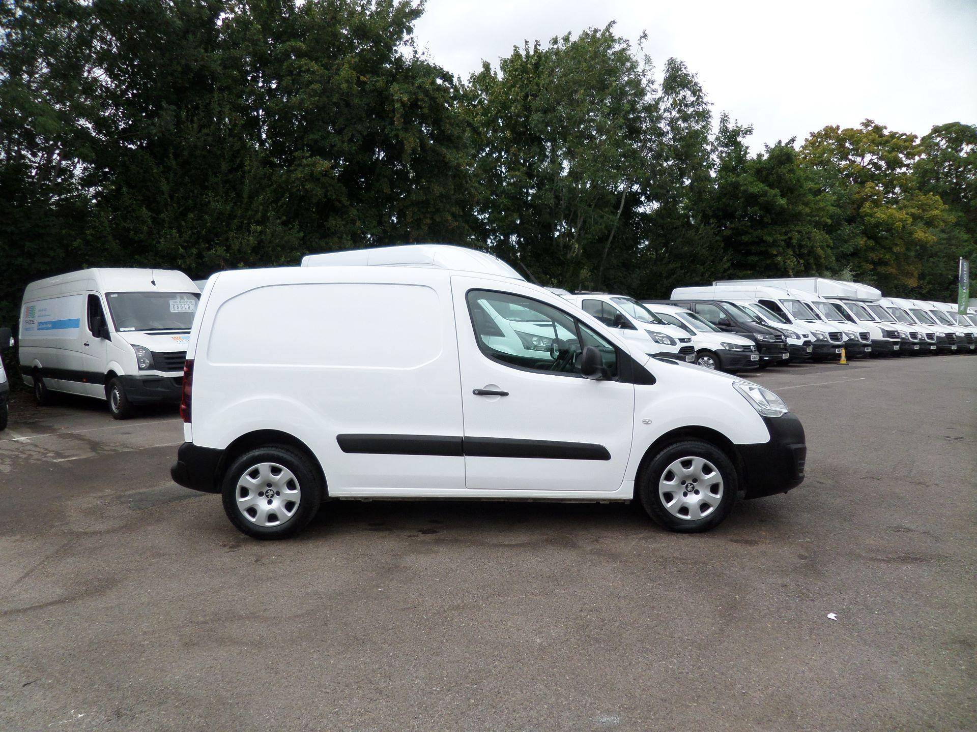 2018 Peugeot Partner 850 1.6 Bluehdi 100 Professional Van [Non Ss] Euuro 6 (NX18XVY) Image 2