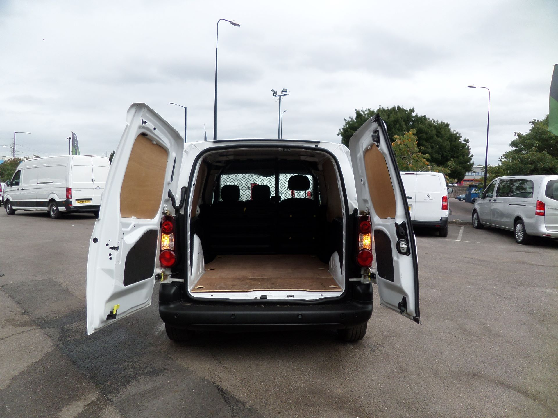 2018 Peugeot Partner 850 1.6 Bluehdi 100 Professional Van [Non Ss] Euuro 6 (NX18XVY) Image 4