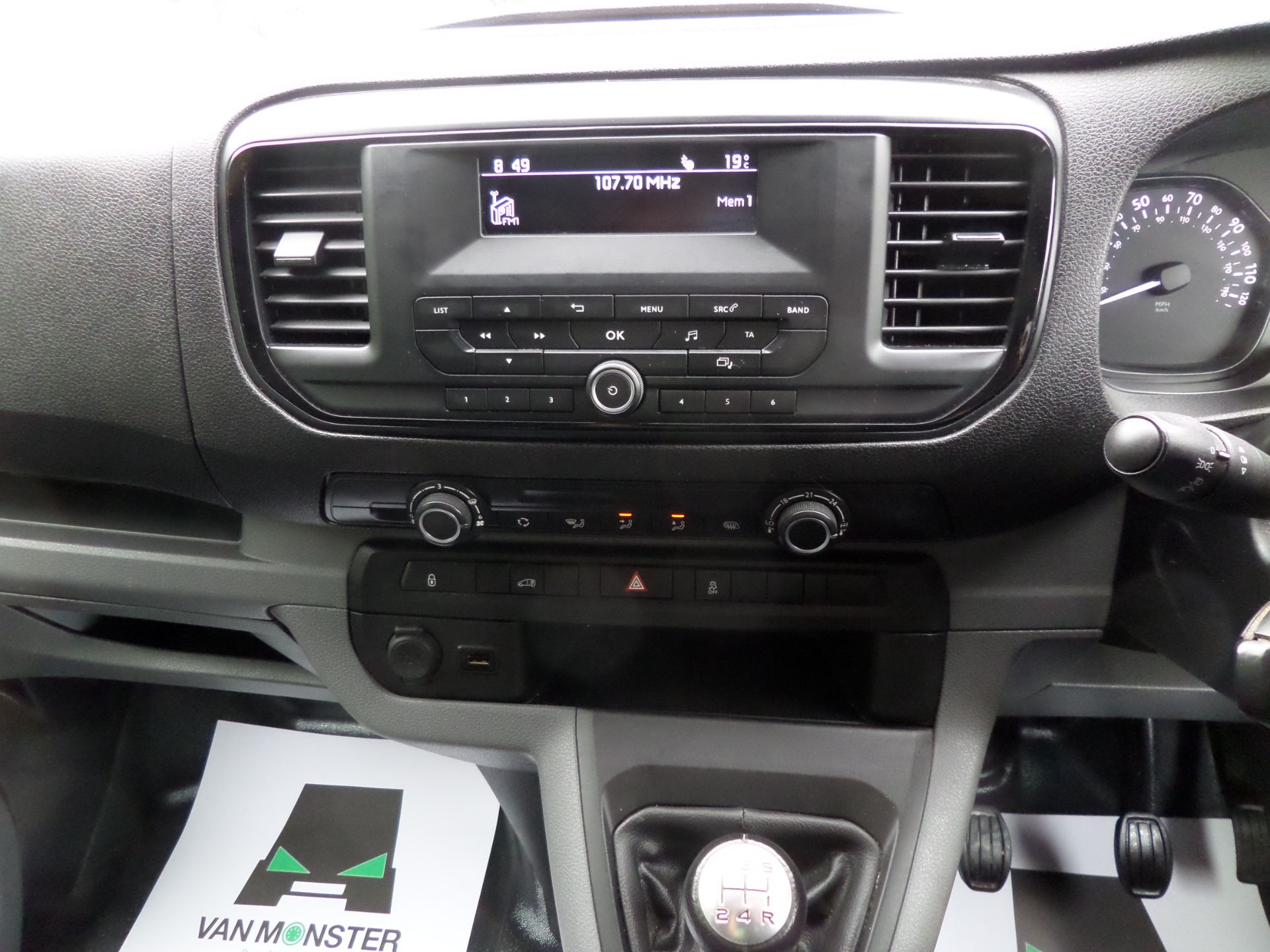 2018 Peugeot Expert 1000 1.6 Bluehdi 95 S Van Euro 6 (NX18YLH) Image 13