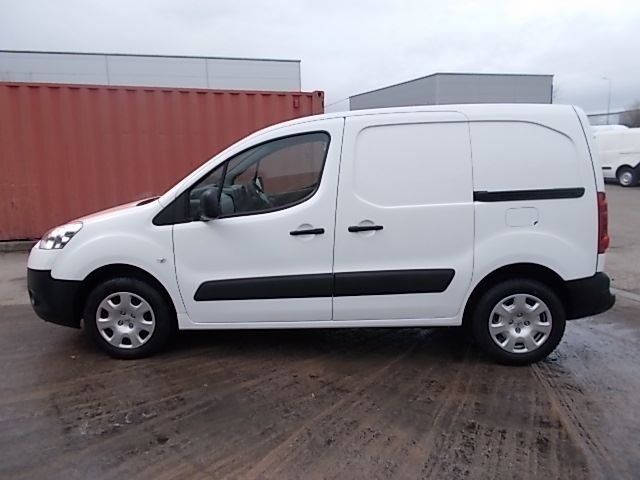 2013 Peugeot Partner L1 850 S 1.6 92PS (SLD) EURO 5 (NX63SVY) Image 9
