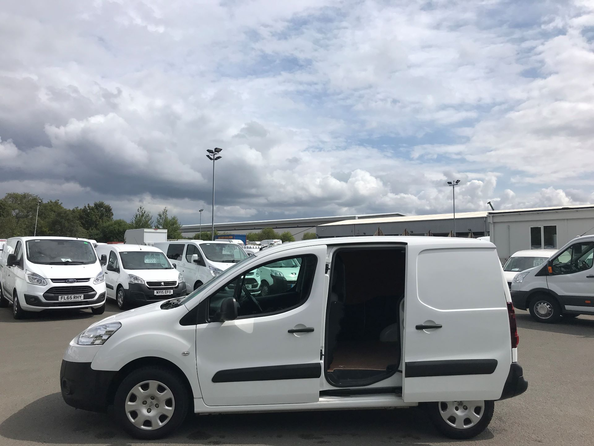 2014 Peugeot Partner L1 850 S 1.6 92PS (SLD) EURO 5 (NX64NZW) Image 10