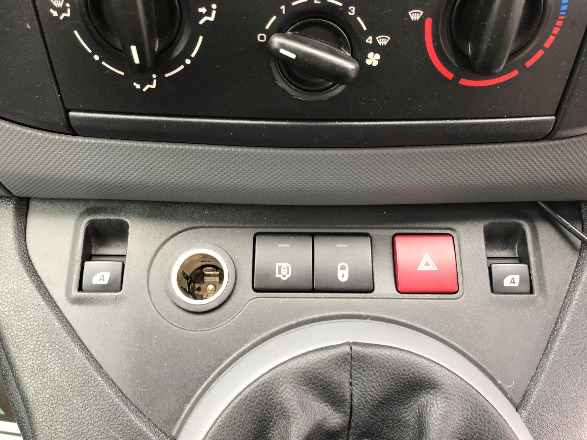 2014 Peugeot Partner L1 850 S 1.6 92PS (SLD) EURO 5 (NX64NZW) Image 23