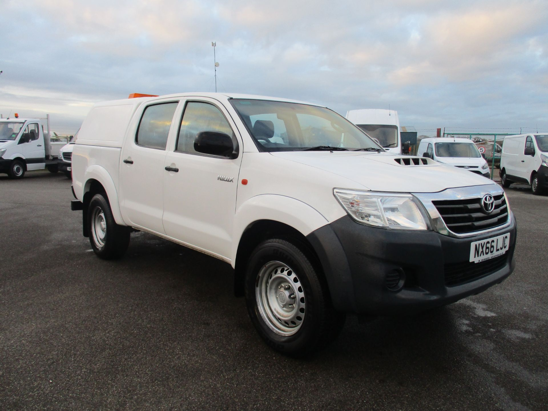 2016 Toyota Hilux DOUBLE CAB PICK UP 2.5 D-4D 4WD ACTIVE EURO 5 (NX66LJC)