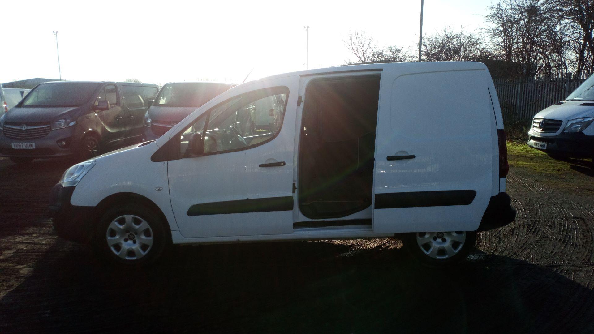 2016 Peugeot Partner 850 1.6 Bluehdi 100 Professional Van [Non Ss] (NX66YVF) Image 16