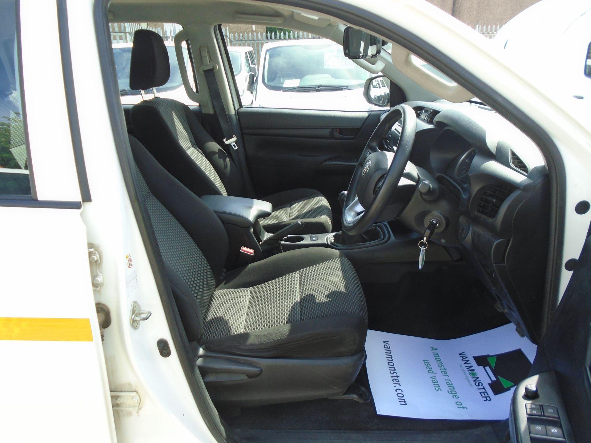 2017 Toyota Hilux Active D/Cab Pick Up 2.5 D-4D 4Wd 144 (NX67PGE) Image 19
