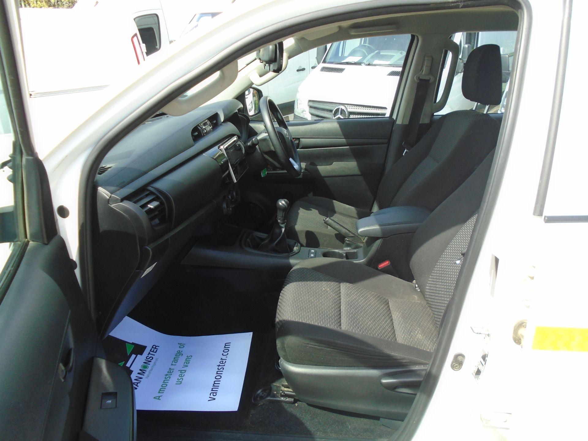 2017 Toyota Hilux Active D/Cab Pick Up 2.5 D-4D 4Wd 144 (NX67PGE) Image 17