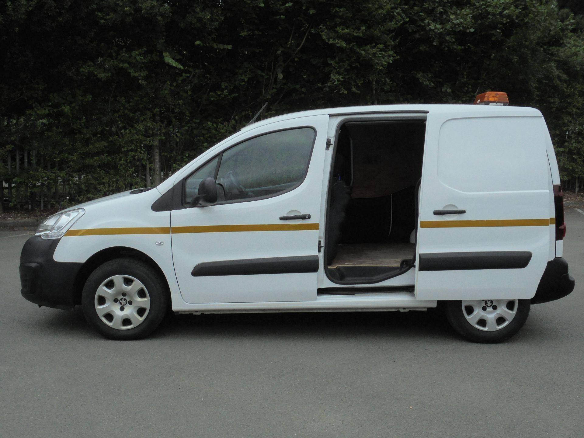 2017 Peugeot Partner 850 1.6 Bluehdi 100 Professional Van [Non Ss] (NX67XNF) Image 6