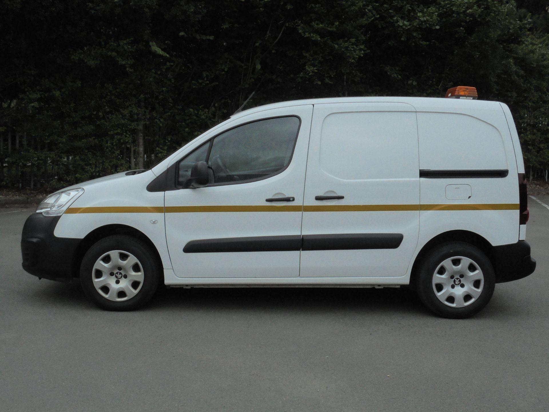 2017 Peugeot Partner 850 1.6 Bluehdi 100 Professional Van [Non Ss] (NX67XNF) Image 4
