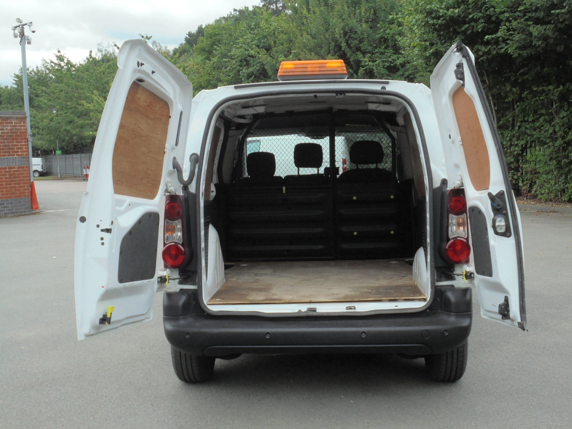 2017 Peugeot Partner 850 1.6 Bluehdi 100 Professional Van [Non Ss] (NX67XNF) Image 9