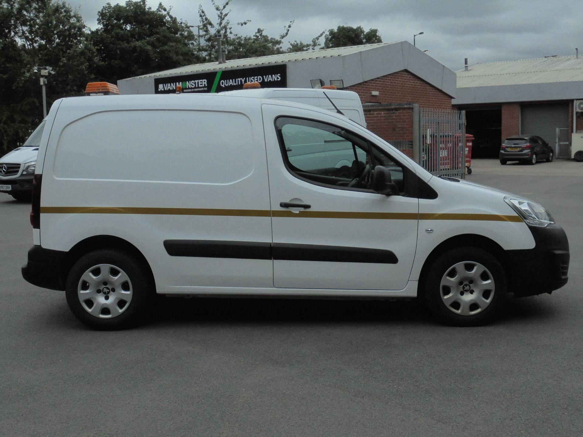 2017 Peugeot Partner 850 1.6 Bluehdi 100 Professional Van [Non Ss] (NX67XNF) Image 11
