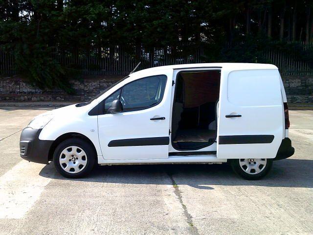 2017 Peugeot Partner 850 1.6 Bluehdi 100 Professional Van [Non Ss] (NX67XZF) Image 26