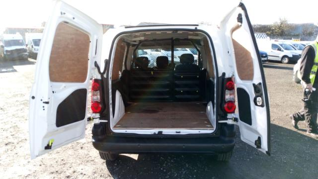 2017 Peugeot Partner 850 1.6 Bluehdi 100 Professional Van [Non Ss] (NX67XZG) Image 8