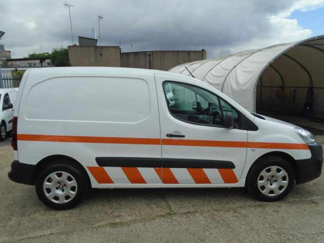 2017 Peugeot Partner 850 1.6 Bluehdi 100 Professional Van [Non Ss] *EURO 6* (NX67ZSP) Image 4