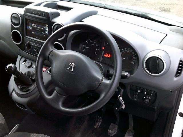 2017 Peugeot Partner 850 1.6 Bluehdi 100 Professional Van [Non Ss] (NX67ZTR) Image 21