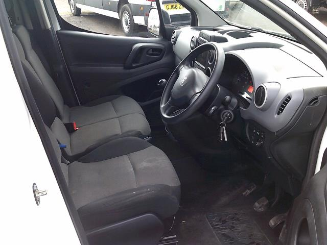 2017 Peugeot Partner 850 1.6 Bluehdi 100 Professional Van [Non Ss] (NX67ZTR) Image 20
