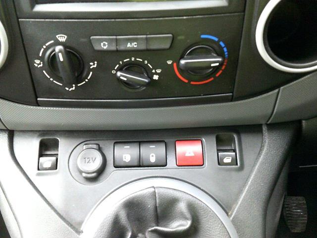 2017 Peugeot Partner 850 1.6 Bluehdi 100 Professional Van [Non Ss] (NX67ZTR) Image 28