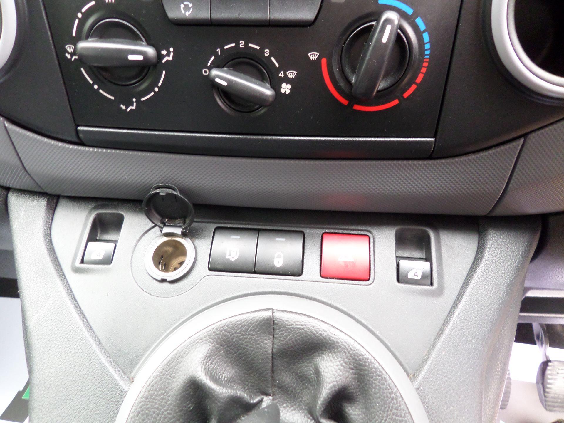 2016 Peugeot Partner 850 S 1.6 Hdi 92 Van [Sld] Euro 5 (NY16AGU) Image 14