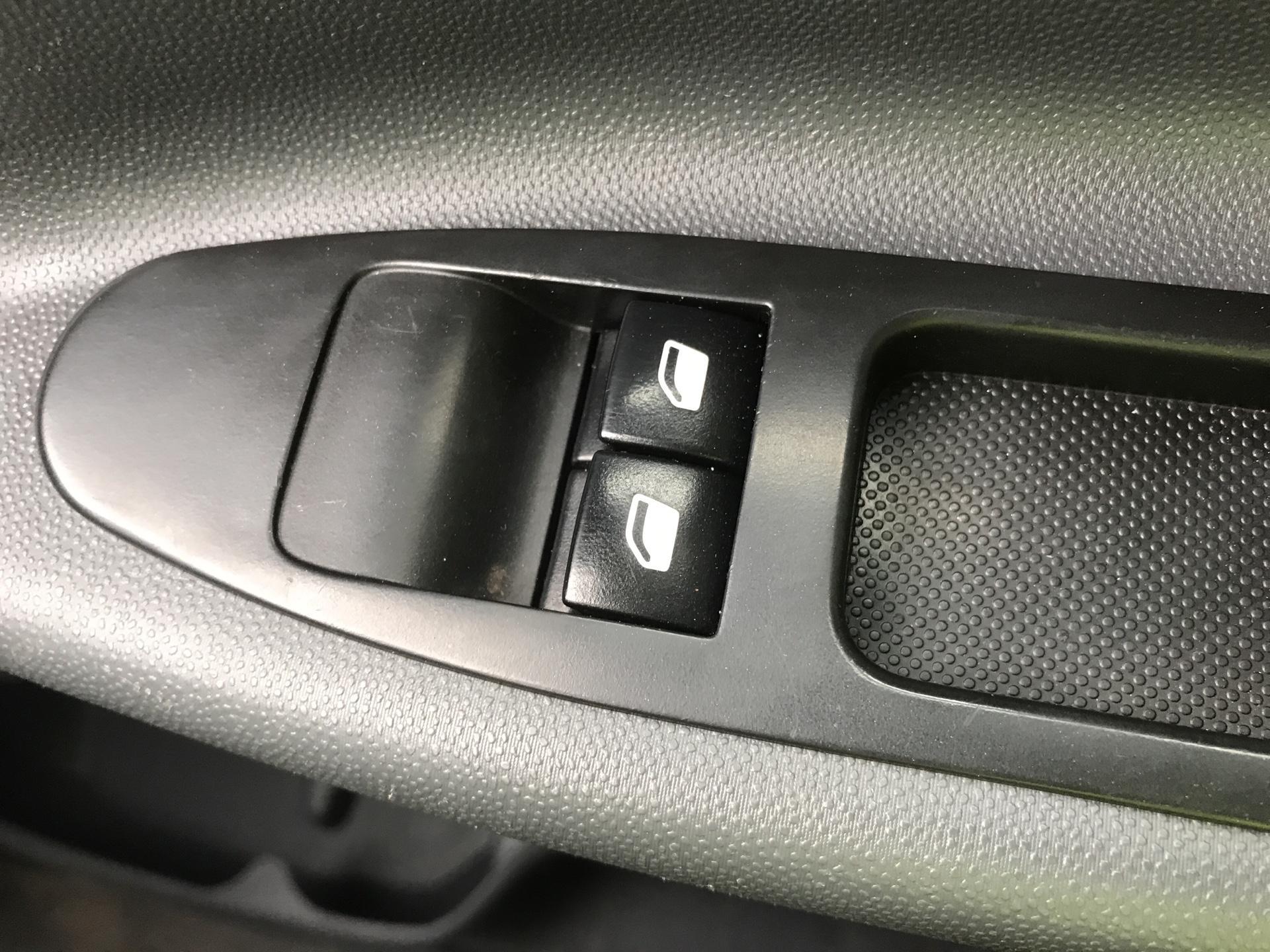 2016 Peugeot Expert L1 H1 1000 1.6 HDI 90BHP EURO 5 (NY16CZM) Image 19