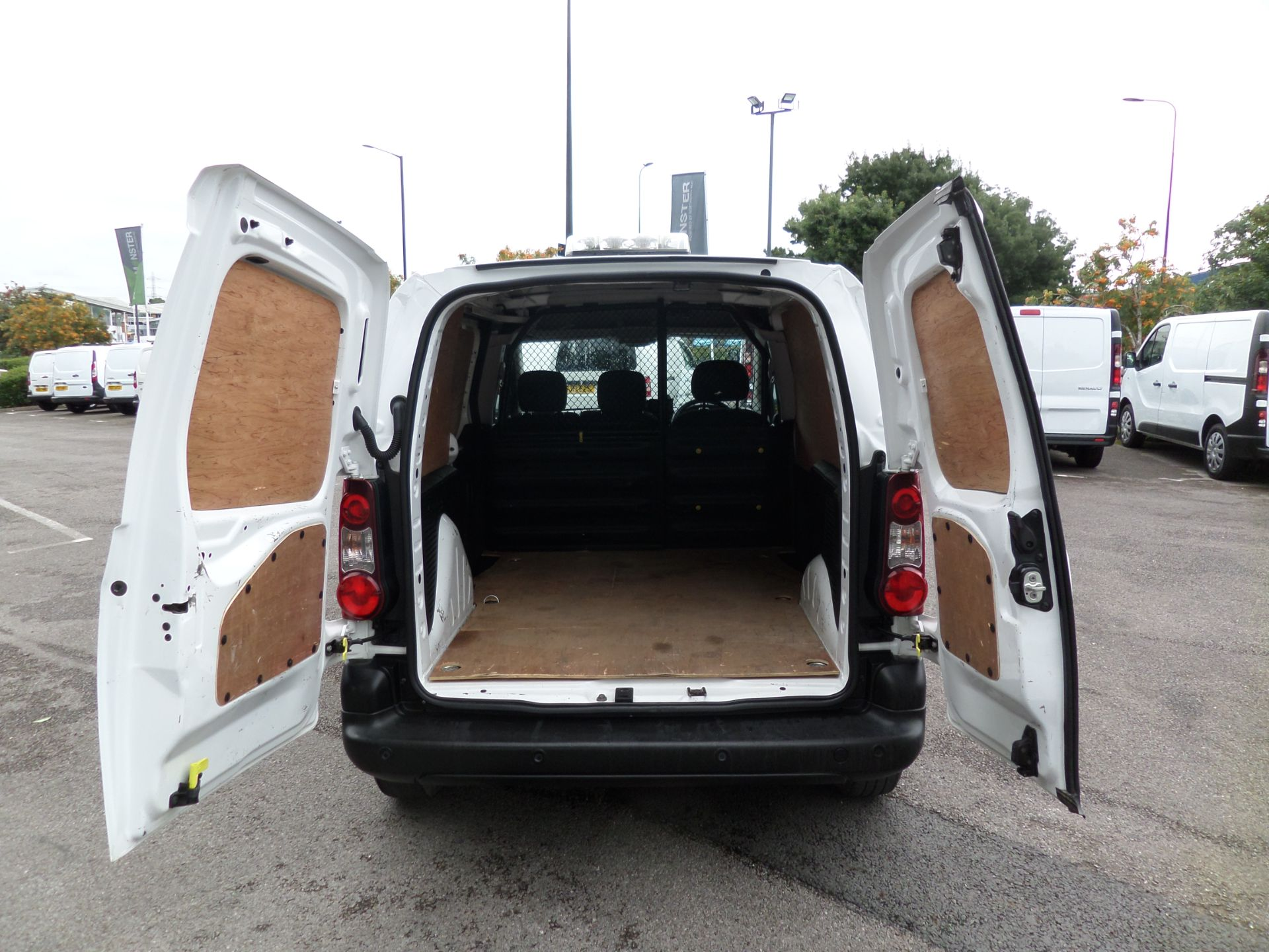 2017 Peugeot Partner 850 1.6 Bluehdi 100 Professional Van [Non Ss] Euro 6 (NY17CNK) Image 4