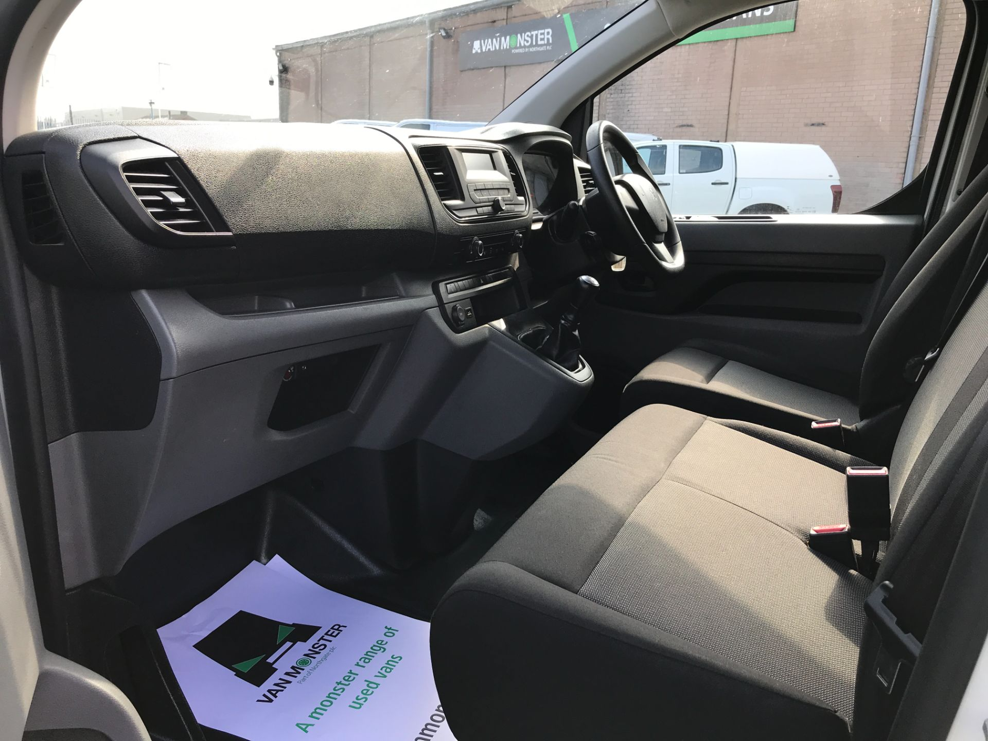 2017 Peugeot Expert 1000 1.6BLUEHDI S 95PS EURO 6 (NY17CXM) Image 12