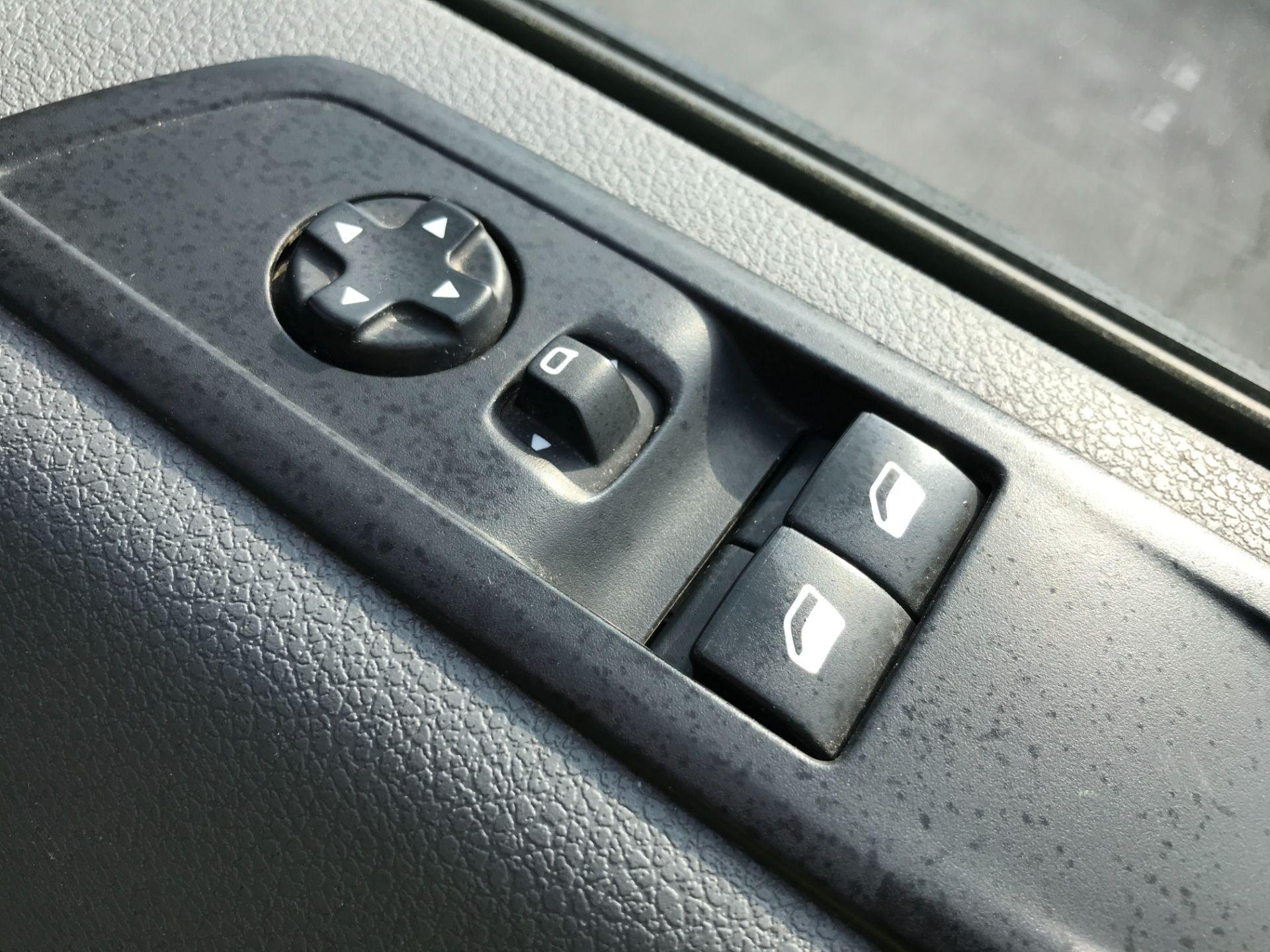 2017 Peugeot Expert 1000 1.6BLUEHDI S 95PS EURO 6 (NY17EJX) Image 30