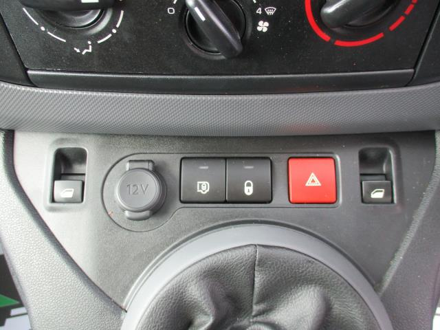 2018 Peugeot Partner BLUEHDI 100PS PROFESSIONAL VAN (NON S/S) EURO 6 (NY18AAV) Image 22