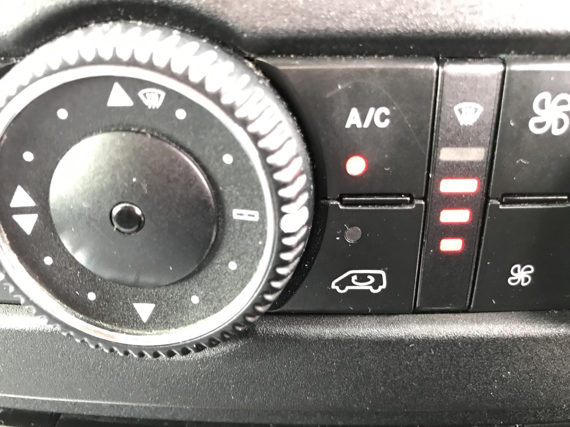 2012 Mercedes-Benz Sprinter 313 MWB AUTOMATIC 13 SEAT INC DRIVER MINIBUS EURO 5 (OU12DUJ) Image 16