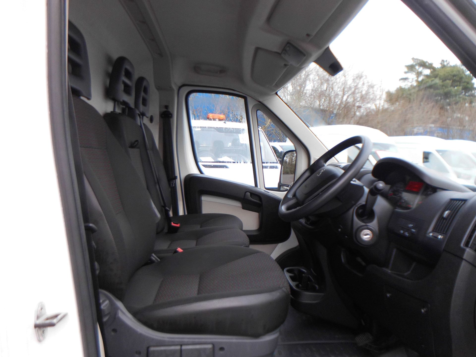 2018 Peugeot Boxer 435 2.0 Bluehdi L4 H2 Professional Van 130Ps (OU18ODV) Image 5