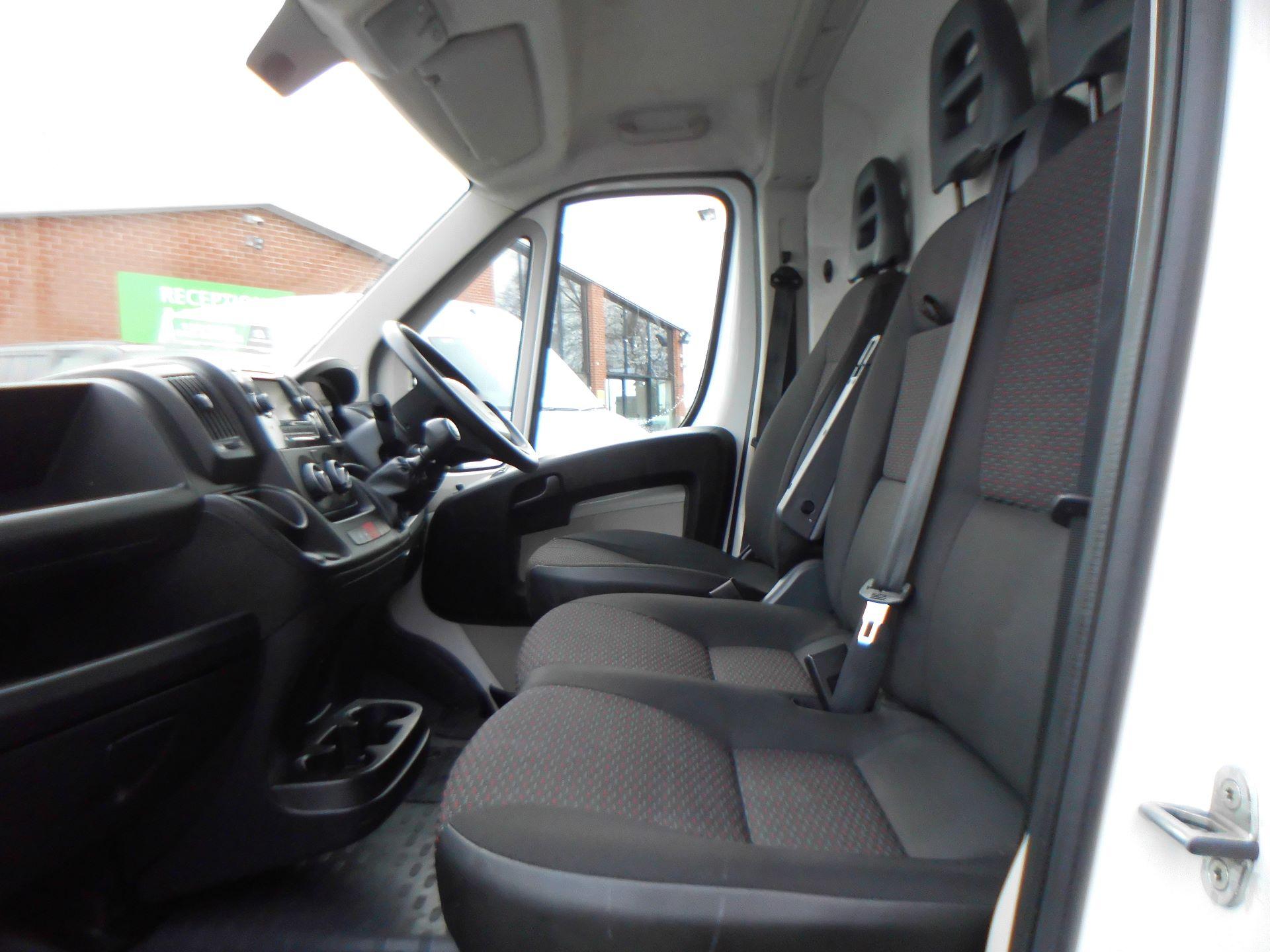 2018 Peugeot Boxer 435 2.0 Bluehdi L4 H2 Professional Van 130Ps (OU18ODV) Image 15