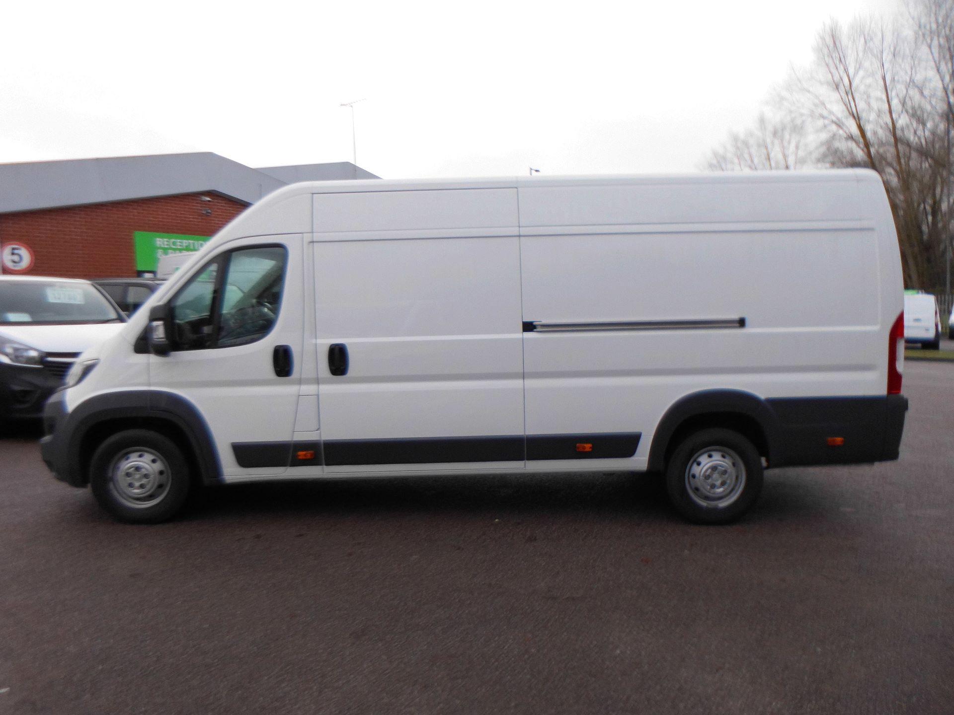 2018 Peugeot Boxer 435 2.0 Bluehdi L4 H2 Professional Van 130Ps (OU18ODV) Image 12