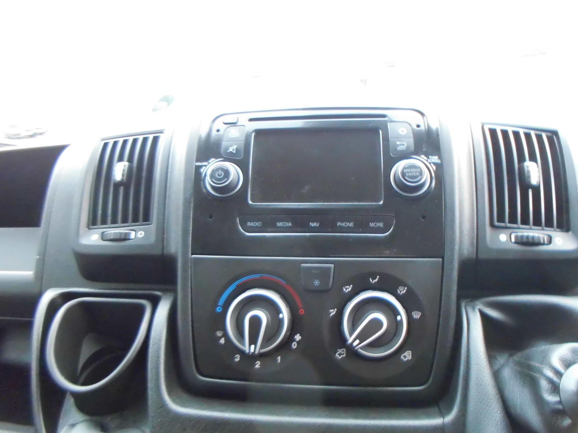 2018 Peugeot Boxer 435 2.0 Bluehdi L4 H2 Professional Van 130Ps (OU18ODV) Image 6
