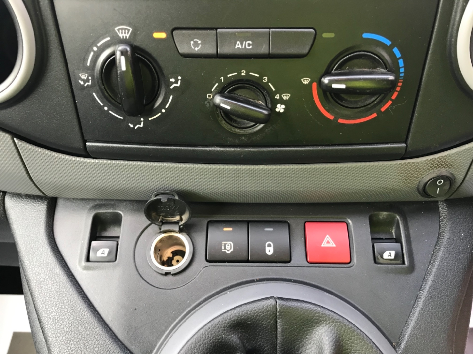 2016 Peugeot Partner 850 1.6 Hdi 92 Professional Van EURO 5 (OV16OYG) Image 17