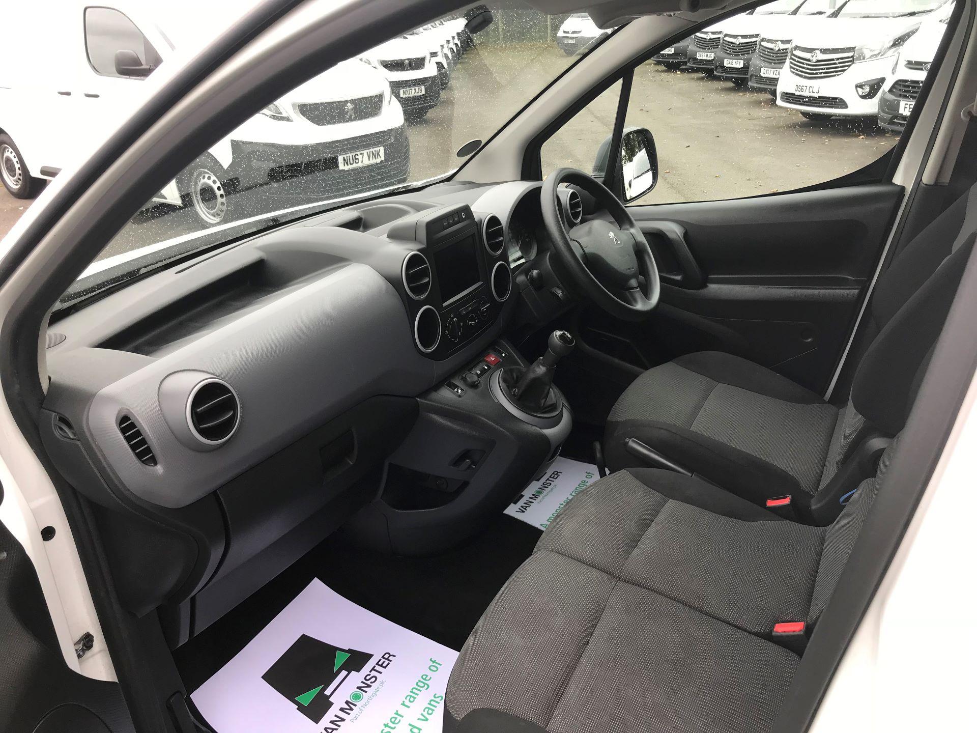 2017 Peugeot Partner L1 850 1.6 BLUEHDI 100 PROFESSIONAL (NON S/S)EURO 6 (OV67NXZ) Image 17