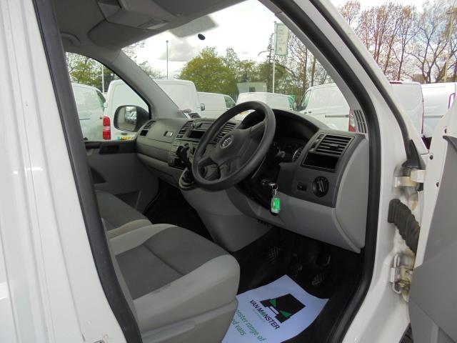 2014 Volkswagen Transporter T28 SWB DIESEL 2.0 TDI 102PS STARTLINE EURO 5 (PK64ORA) Image 6
