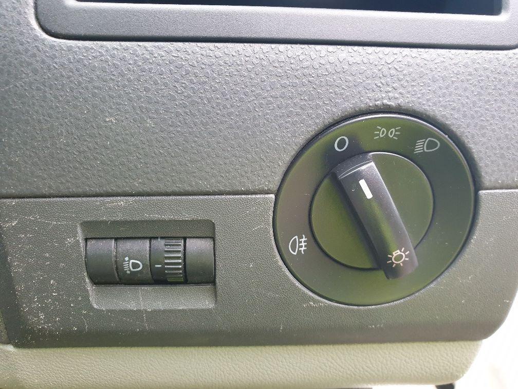 2013 Volkswagen Transporter T28 SWB DIESEL 2.0 TDI 102PS EURO 5 *RESTRICTED TO 70MPH* (PN63CVO) Image 20