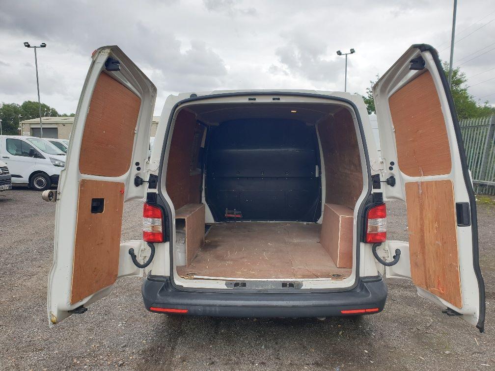 2013 Volkswagen Transporter T28 SWB DIESEL 2.0 TDI 102PS EURO 5 *RESTRICTED TO 70MPH* (PN63CVO) Image 12