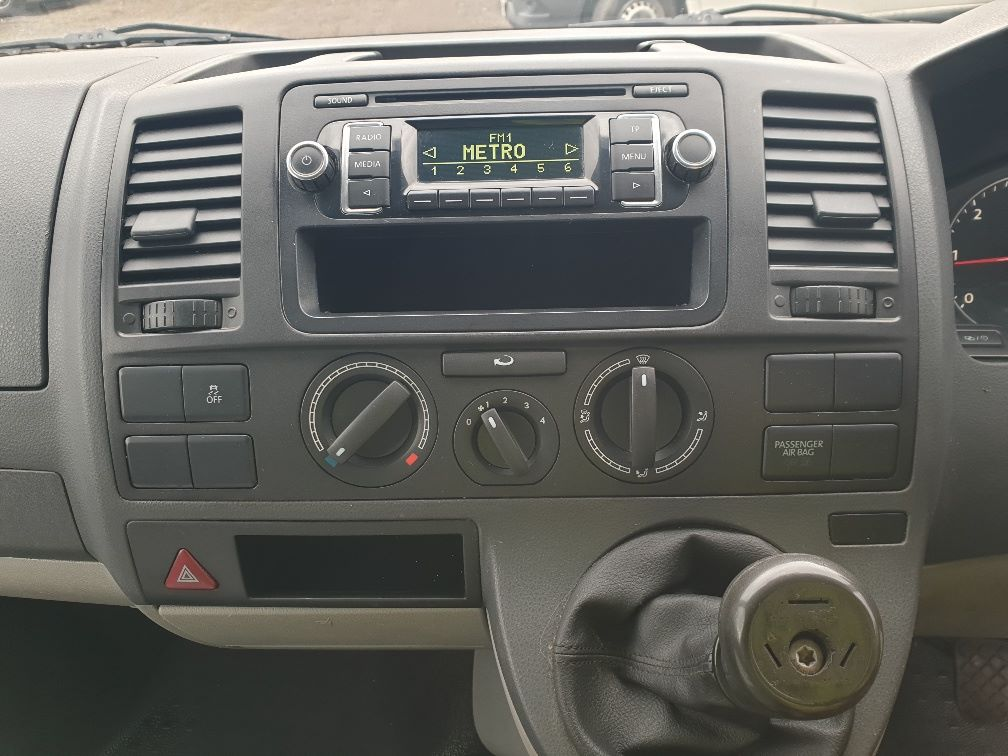 2013 Volkswagen Transporter T28 SWB DIESEL 2.0 TDI 102PS EURO 5 *RESTRICTED TO 70MPH* (PN63CVO) Image 22