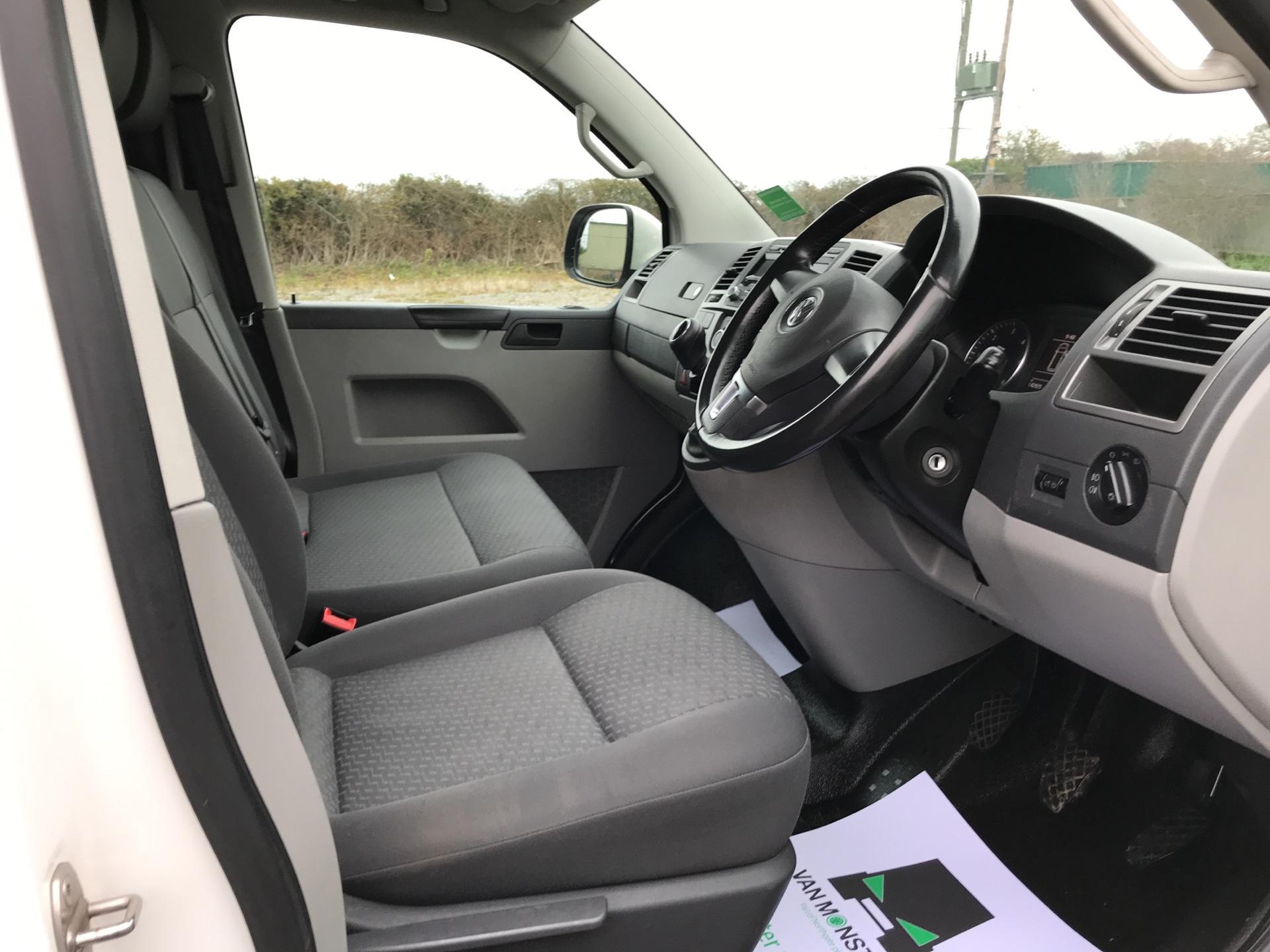2014 Volkswagen Transporter T28 SWB DIESEL 2.0 TDI 102PS HIGHLINE EURO 5 (RO14OUX) Image 9