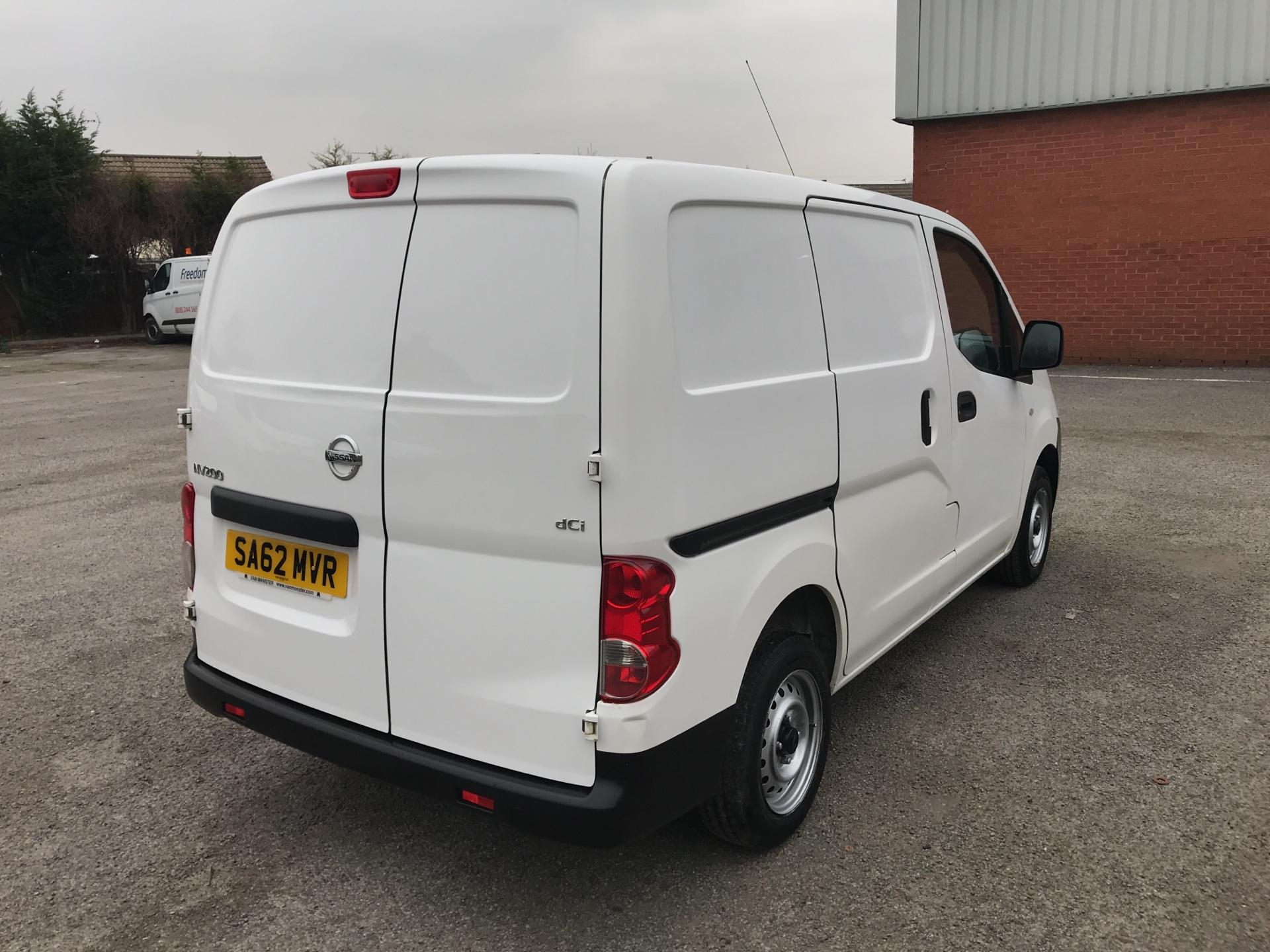 2012 Nissan Nv200 1.5 Dci 89 Se Van EURO 5 -*VALUE RANGE VEHICLE - CONDITION REFLECTED IN PRICE* (SA62MVR) Image 3