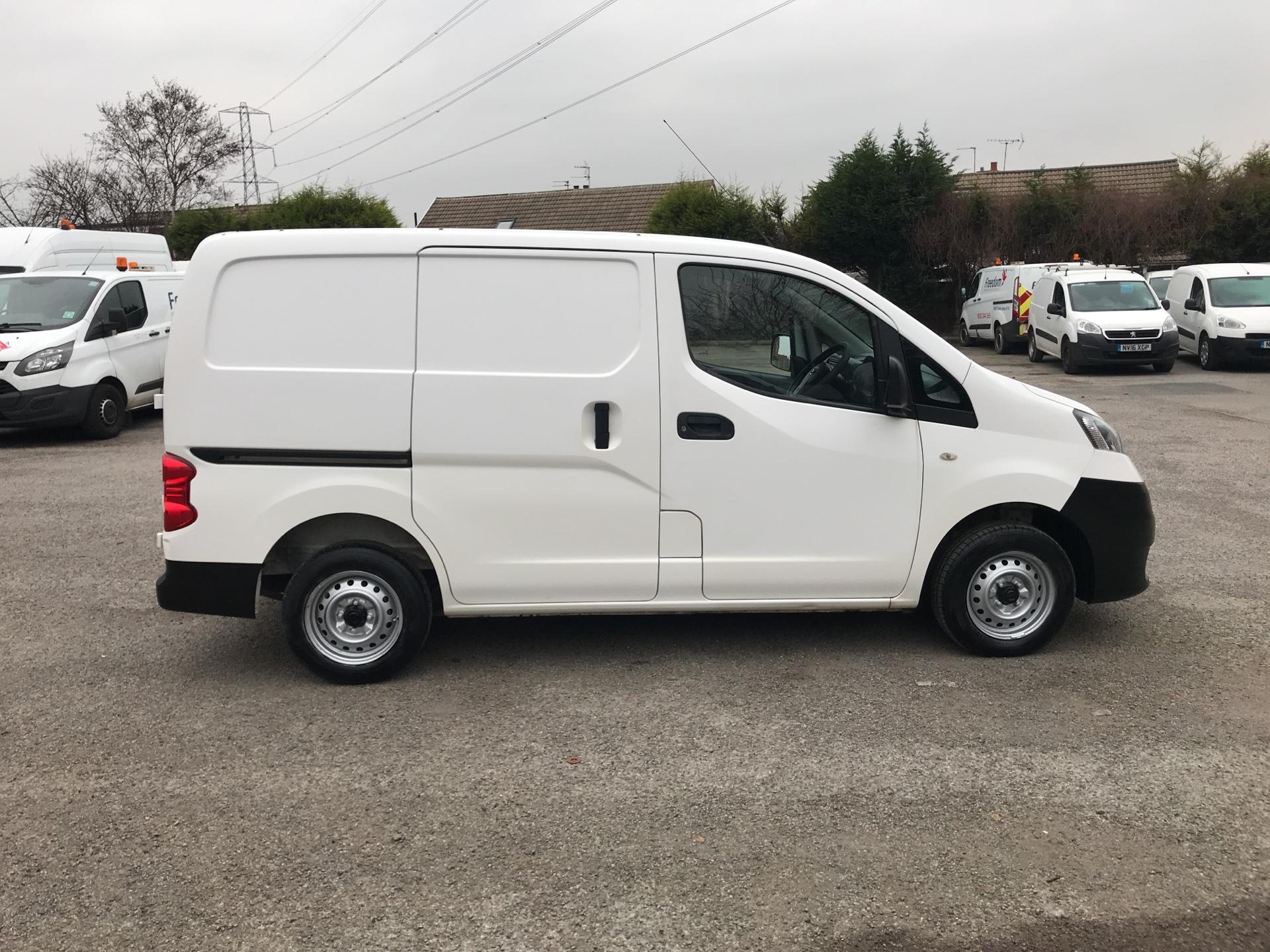2012 Nissan Nv200 1.5 Dci 89 Se Van EURO 5 -*VALUE RANGE VEHICLE - CONDITION REFLECTED IN PRICE* (SA62MVR) Image 2