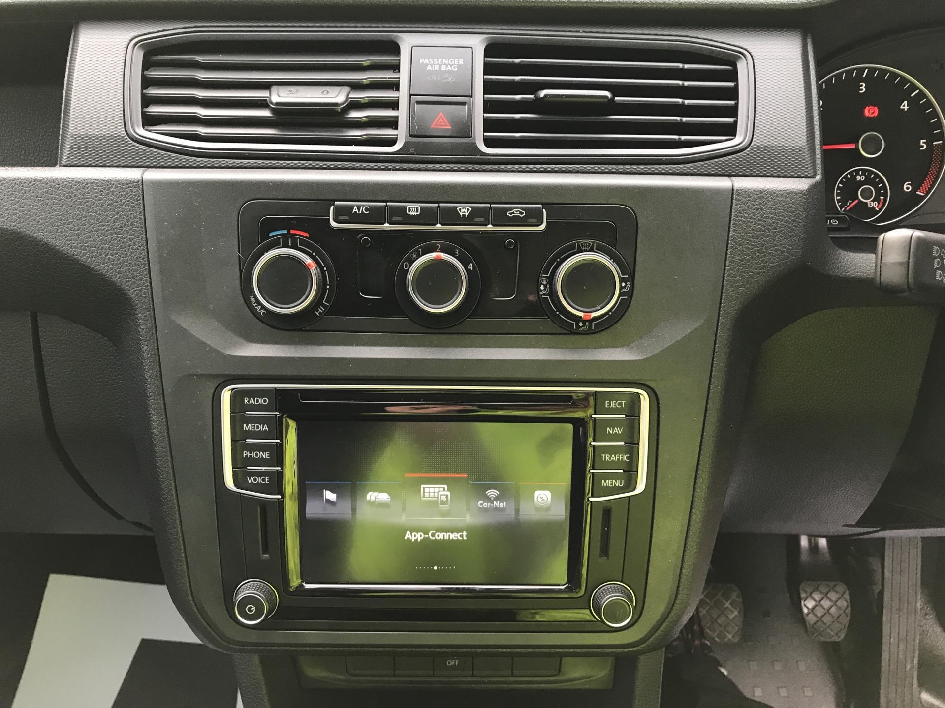 2017 Volkswagen Caddy Maxi 2.0 TDI 102PS KOMBI EURO 6 **SAT NAV** (SB17XNA) Image 10
