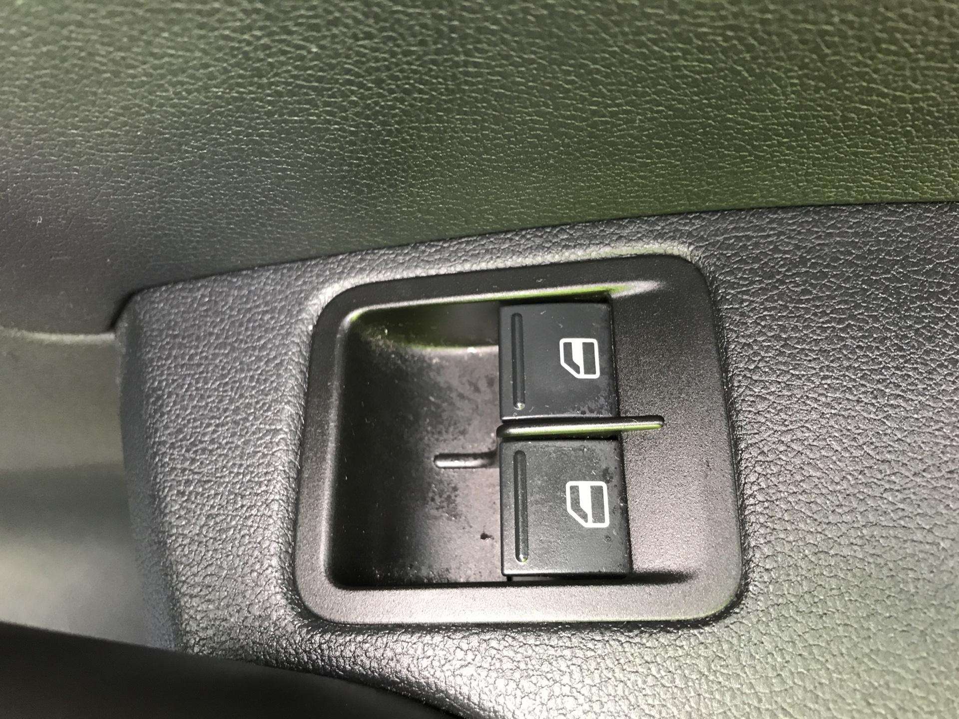 2017 Volkswagen Caddy Maxi 2.0 TDI 102PS KOMBI EURO 6 **SAT NAV** (SB17XNA) Image 24
