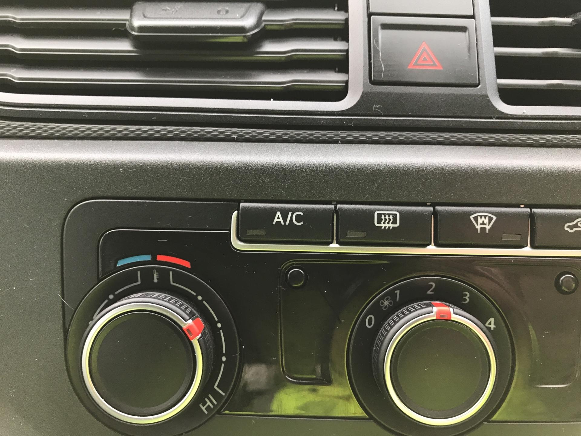 2017 Volkswagen Caddy Maxi 2.0 TDI 102PS KOMBI EURO 6 **SAT NAV** (SB17XNA) Image 20