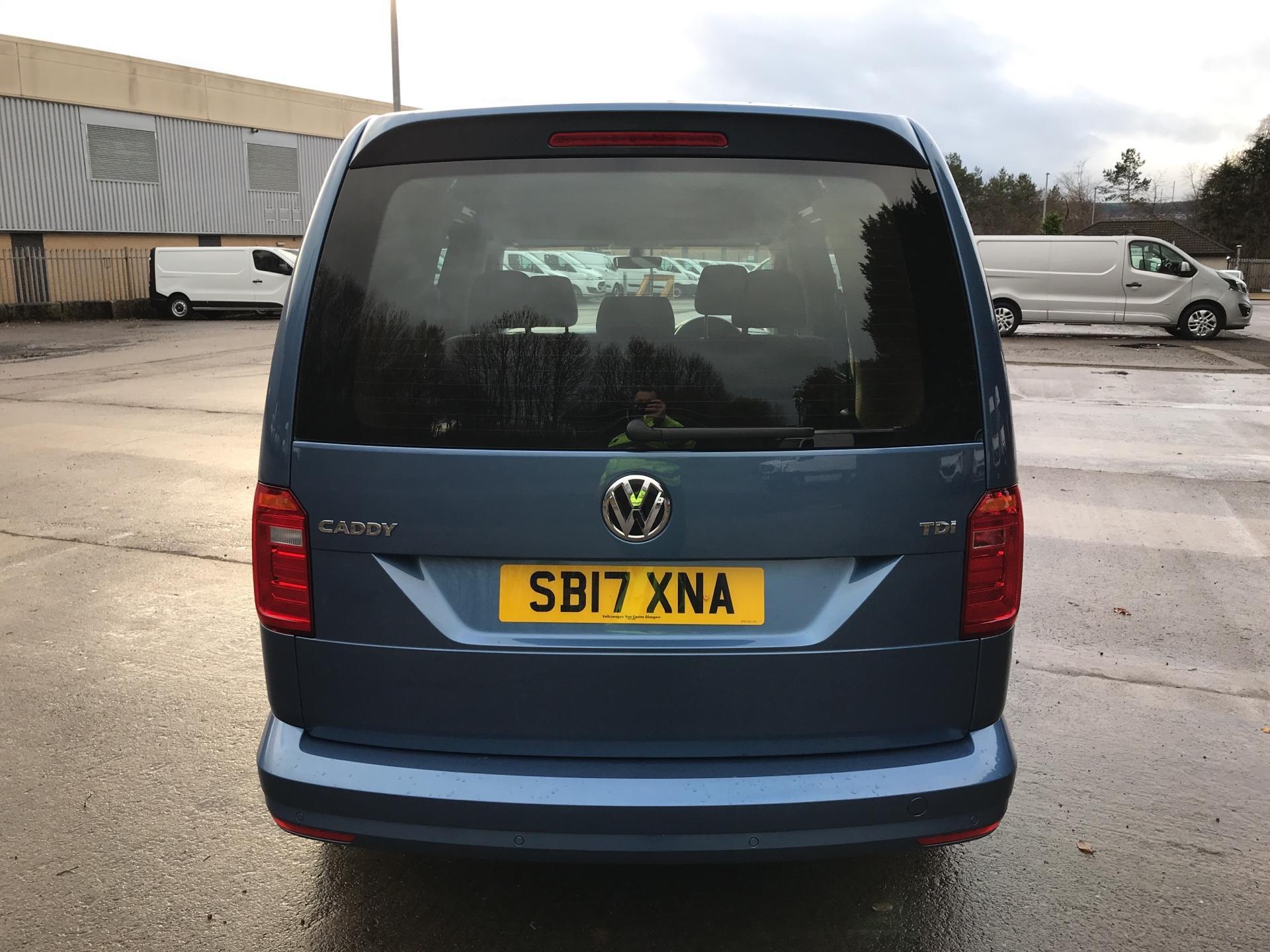 2017 Volkswagen Caddy Maxi 2.0 TDI 102PS KOMBI EURO 6 **SAT NAV** (SB17XNA) Image 4