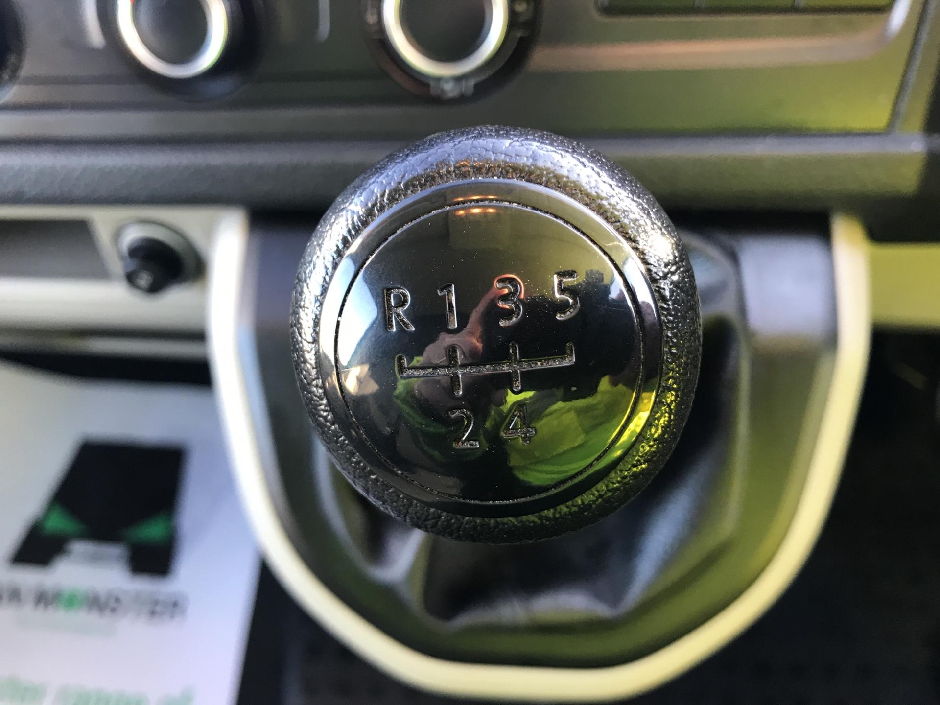 2017 Volkswagen Transporter T28 LWB DIESEL 2.0 TDI BMT 84 STARTLINE VAN EURO 6 (SB67FOK) Image 11