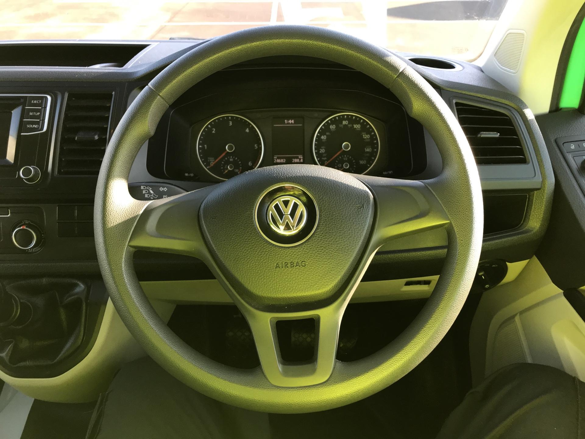2017 Volkswagen Transporter T28 LWB DIESEL 2.0 TDI BMT 84 STARTLINE VAN EURO 6 (SB67FOK) Image 12