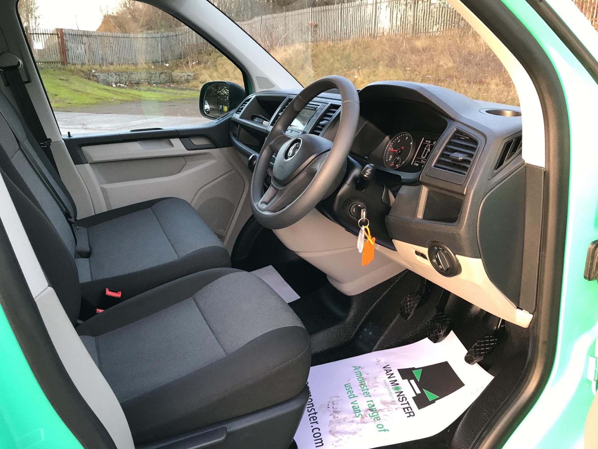 2017 Volkswagen Transporter T28 SWB DIESEL 2.0 TDI BMT 84PS STARTLINE VAN EURO 5/6 (SB67FON) Image 9